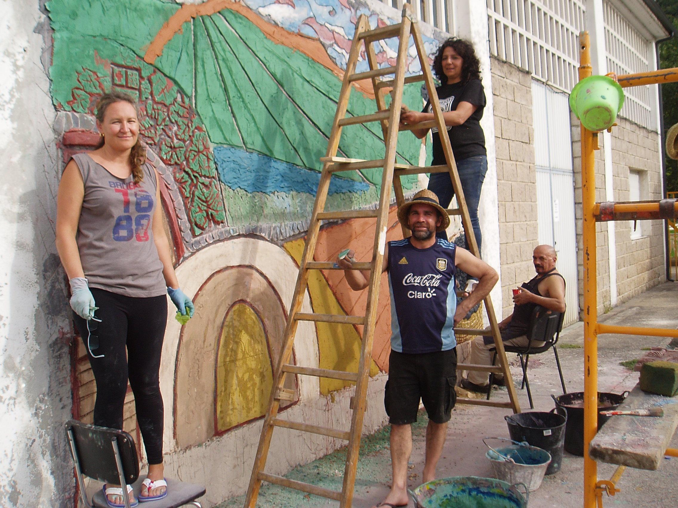 Un escultor de argentina retrata en un mural fragmentos de for El mural pelicula argentina