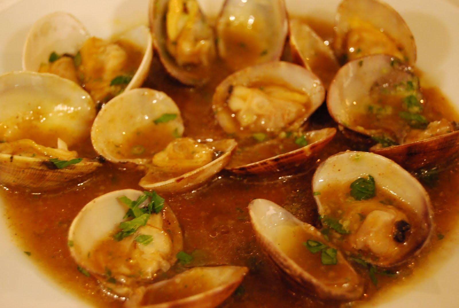 Almejas de carril en salsa marinera con casal de arm n for Como preparar almejas en salsa