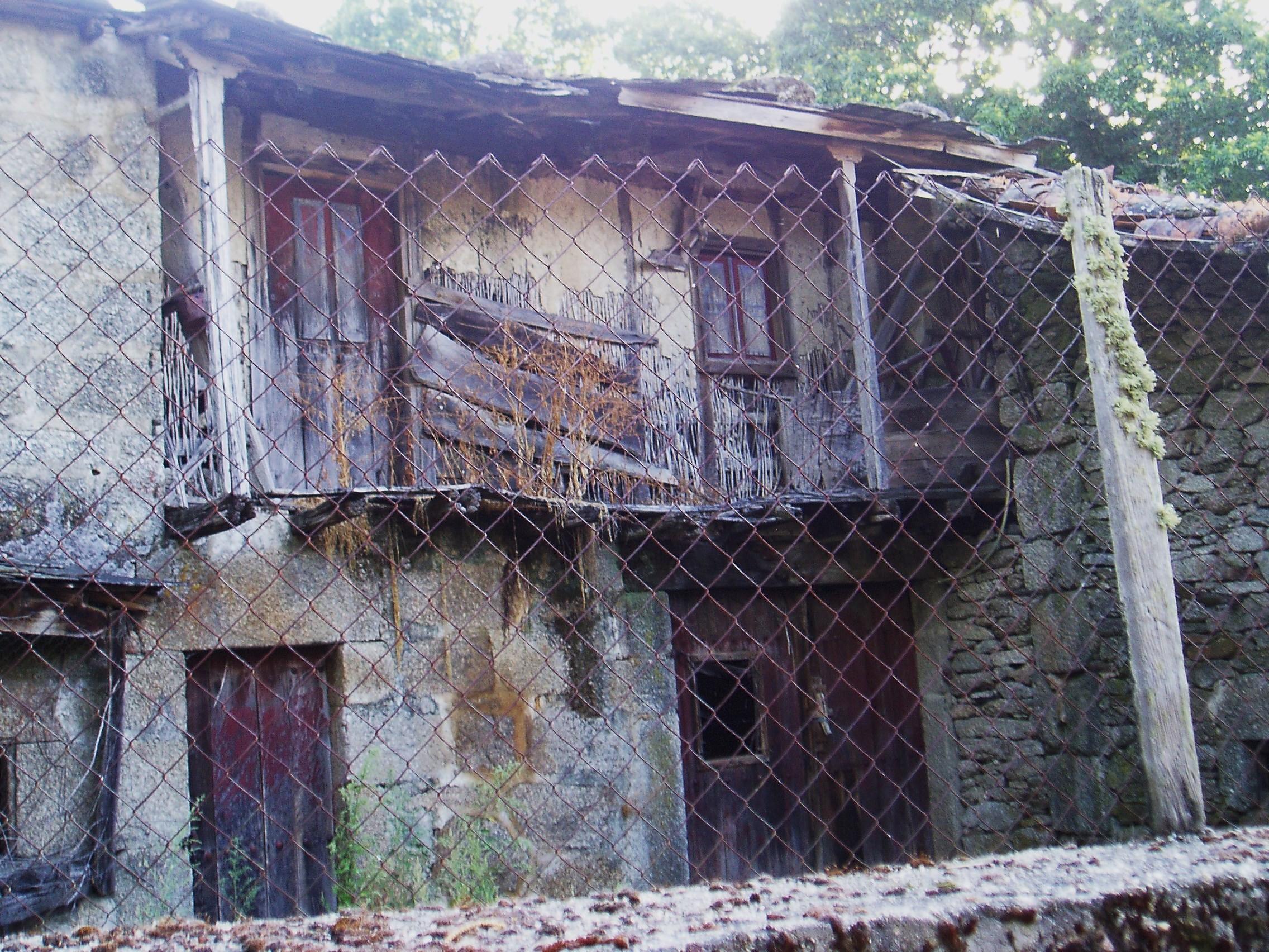 Casasola cambela se queda sola un vecino y el hasta for Vinci una casa