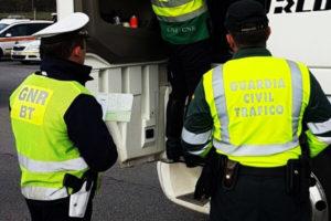 La GNR lusa y la Guardia Civil Ourense realizan controles conjuntos para prevenir accidentes