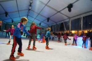 La pista de hielo y los talleres de Ponte Vella, referentes en la navidad ourensana