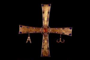 Indignación y revuelvo ante el 'Se queda' de la Cruz de Peñalba en el Museo de León, y lo califican de secuestro
