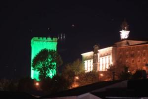 """La Torre del Homenaje de Monforte en """"verde esperanza"""" para reconocer el trabajo de los trabajadores esenciales"""